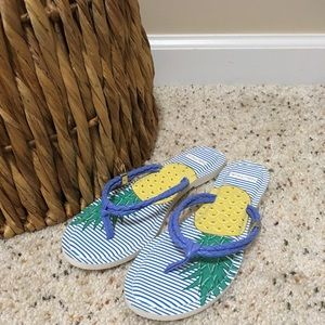 Nautica Blue and White Pineapple flip-flops! 💥